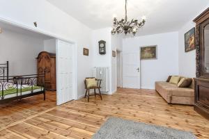 A seating area at Gdańskie Apartamenty - Classic
