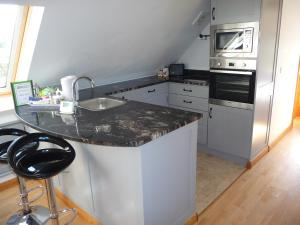 A kitchen or kitchenette at Oakwrights