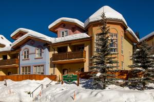 Picture Of Crystal Forest Condos Cf70