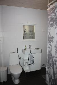 A bathroom at Kuurala apartment
