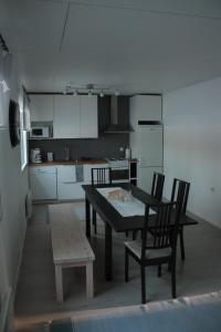 A kitchen or kitchenette at Kuurala apartment