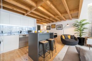 A kitchen or kitchenette at LovelyStay-Modern Loft City Center