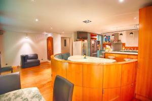 A kitchen or kitchenette at Paris-Oasis