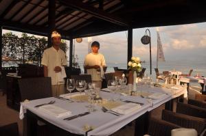 科科莫度假酒店餐廳或用餐的地方