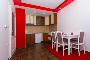 Lazo's Apartments