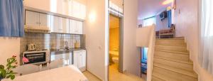 A kitchen or kitchenette at Primavera Paradise Apartments
