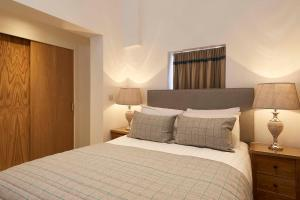 A bed or beds in a room at Braid Apartments by Mansley