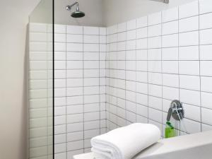 A bathroom at Botany House