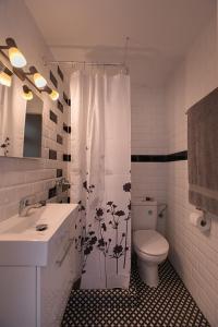 A bathroom at Nice apartment in Llançà center