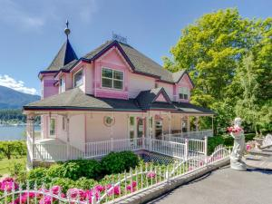 Picture Of The Pink House