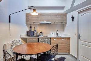 A kitchen or kitchenette at My Maison In Paris - Sentier