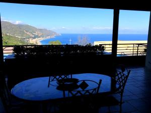 A balcony or terrace at Taormina Lux Apartment - Taormina City Centre