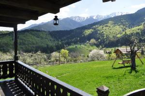 Un balcon sau o terasă la Casuta Bunicii
