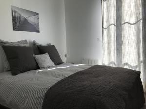 Un ou plusieurs lits dans un hébergement de l'établissement Les Apparts des Ateliers Bordelais - Cité du vin
