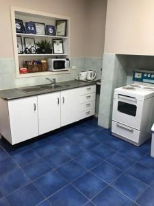 Una cocina o zona de cocina en Jadan Cottages