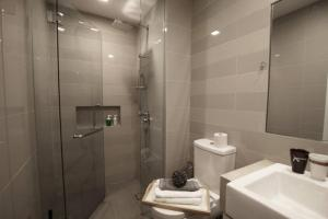 A bathroom at Luxury Studio Apartment @ Bukit Bintang