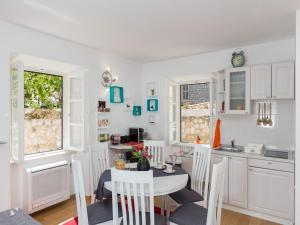 A kitchen or kitchenette at Holiday Home La Strada