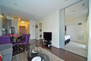 A seating area at Executive Furnished Properties North York