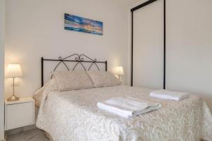 A bed or beds in a room at Apartamento Alta Loma on Club La Costa