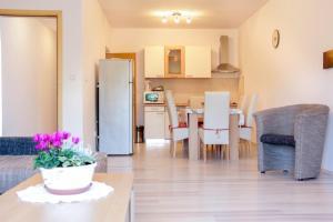 A kitchen or kitchenette at Apartment Natalia