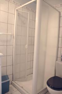 Salle de bains dans l'établissement Gîte La Maison Bleue
