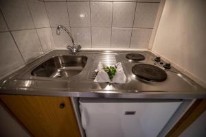 Η κουζίνα ή μικρή κουζίνα στο Nikoleta Studios