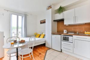 A kitchen or kitchenette at Studio Remondet Lacroix