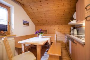 A kitchen or kitchenette at Ferienwohnung Spindlegger