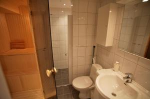 A bathroom at Apartment Knausen 4