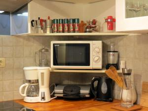 Coffee and tea-making facilities at Apartment Tinkara