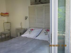 Un ou plusieurs lits dans un hébergement de l'établissement La Colombe