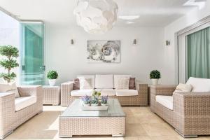 Luxe Appartement Puerto Banus tesisinde bir oturma alanı