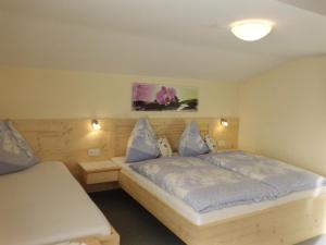 A bed or beds in a room at Haus Rohregger