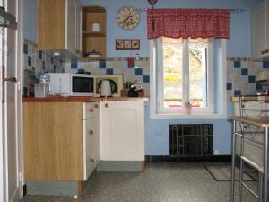 A kitchen or kitchenette at Kerean House