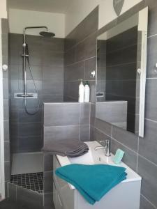 A bathroom at Le Havre de Samara