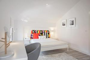 A bed or beds in a room at Zona Velha Apartments by Travel to Madeira