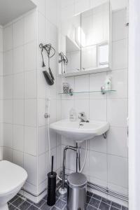ヘルシンキ サウス セントラル アパートメント メリミエスにあるバスルーム