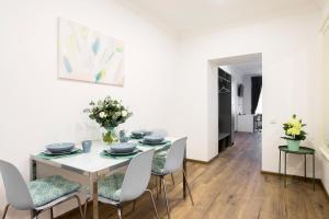 Ēdamistabas zona dzīvoklī