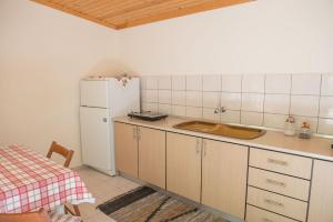 O bucătărie sau chicinetă la Pension Sotiria