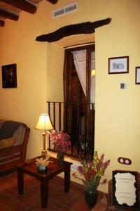 A seating area at Casa Rural L´Americà