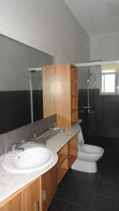 A bathroom at 8 FRIENDSHIP PLACE, NTINDA