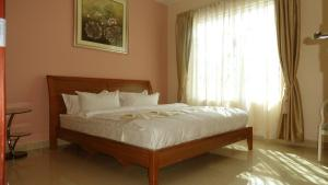A bed or beds in a room at 8 FRIENDSHIP PLACE, NTINDA