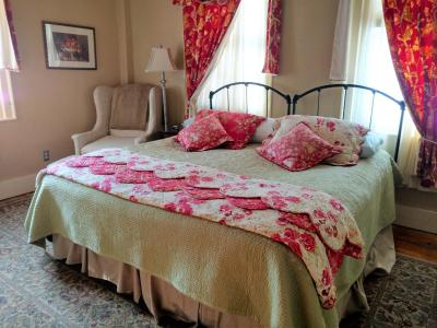bed and breakfast daniel stebbins b and b south hadley. Black Bedroom Furniture Sets. Home Design Ideas