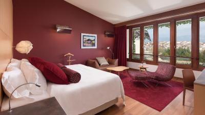 Hotel marqu s de riscal luxury elciego spain for Dormitorio 3x3