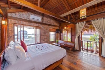 Wooden Lodge Homestay Hoian