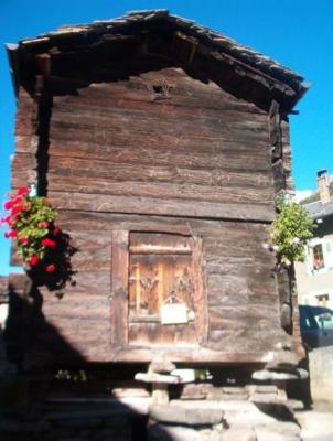 Auberge de jeunesse maison st pierre bourg saint pierre for Auberge de jeunesse tadoussac maison majorique