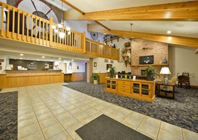 American Inn Suites Peosta Iowa Is Conveniently Located Near Many Area Attractions Including America S River At The Port Of Dubuque And Diamond Jo