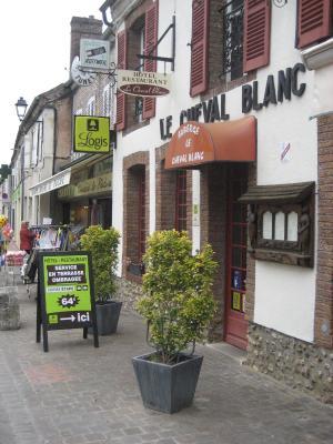 hotel le cheval blanc frankrijk charny bookingcom