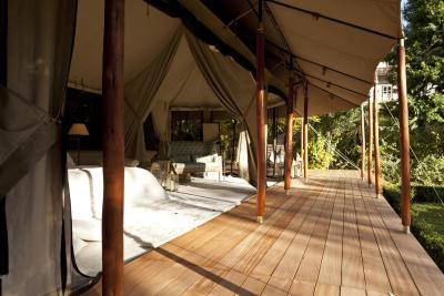 safari luxus lodge ita merano. Black Bedroom Furniture Sets. Home Design Ideas