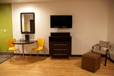 Living Room 6 Portland hotel studio 6 portland or, parkrose, or - booking